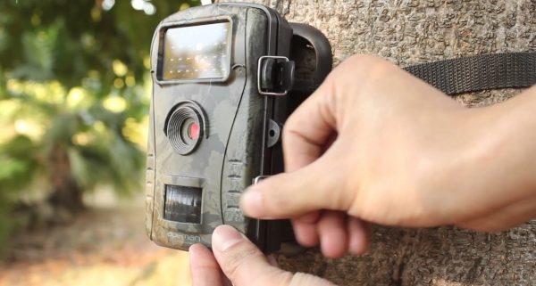 Comment fixer une caméra de chasse?